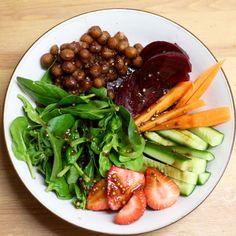 Green Gourmet Giraffe: Strawberry and smoky chickpea salad