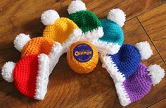 Delightful, cheery hats for covering Chocolate Oranges, or even small oranges and apples! Perfect for giving as teacher's gifts, small gift to family and friends and even great for sticking in the kids Christmas Stockings!