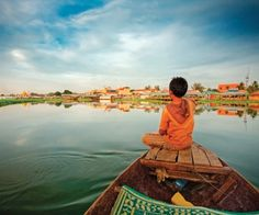 Lake and Floating village experience in Siem Reap. Tonle Sap lake (Great Lake) refers to seasonally freshwater lake and an attached river, that connects the lake to the Mekong Laos, Vietnam, Travel Must Haves, Travel Ideas, Travel Inspiration, Ocean Cruise, Student Travel, Marcel Proust, Paulo Coelho