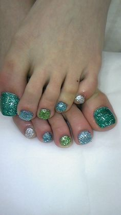 Nails--love!!!    I love these, the Mermaid Look, look great on toes and nails, really lovely.....<3!!!