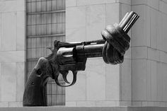 """Non-Violence"" (""The Knotted Gun""), by Carl Fredrik Reutersward, United Nations Headquarters, New York City photo by: Loïc BROHARD #photography #newyork"