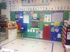 Cardenas' Bilingual Prek Classroom: Beginning of the Year- Classroom PIctures! Bilingual Kindergarten, Kindergarten Classroom Decor, Bilingual Classroom, Bilingual Education, Classroom Setting, Classroom Setup, Classroom Design, Classroom Organisation, Teacher Organization