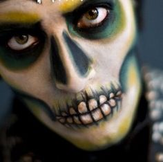 halloween skull makeup or face paint Halloween Kostüm, Halloween Outfits, Holidays Halloween, Halloween Pumpkins, Halloween Costumes, Halloween Face Makeup, Halloween Clothes, Halloween Painting, Holiday Outfits