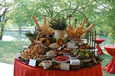 Bruschetta Bar instead of a candy, mashed potato or dessert bar. Nice to see som… Bruschetta Bar instead of a candy, mashed potato or dessert bar. Appetizers Table, Wedding Appetizers, Wedding Entrees, Italian Appetizers, Party Platters, Party Buffet, Bruschetta Bar, Catering Display, Catering Ideas