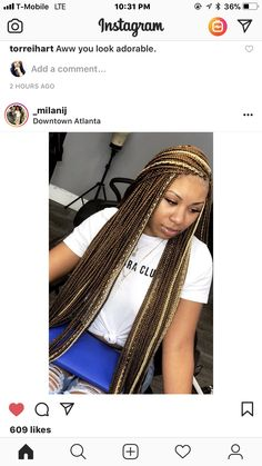 All styles of box braids to sublimate her hair afro On long box braids, everything is allowed! For fans of all kinds of buns, Afro braids in XXL bun bun work as well as the low glamorous bun Zoe Kravitz. Brown Box Braids, Colored Box Braids, Short Box Braids, Blonde Box Braids, Braids For Black Hair, Medium Box Braids, Short Hair, Braids With Color, Ombre Box Braids