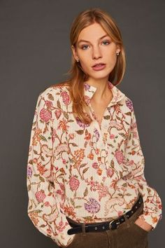 The beautiful, feminine blouse has a boho-inspired print and a casual cut. The top is made of lightweight cotton and has a subtle stripe finish. For a casual autumn look! Boho, Fall Looks, Creme, Fashion Accessories, Feminine, Autumn, Inspired, Blouse, Casual