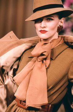 Les plus beaux bijoux Yves Saint Laurent vintage repérés sur les défilés à travers les années