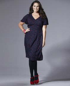 Adorable tes dress navy with red polka dots! #fashion