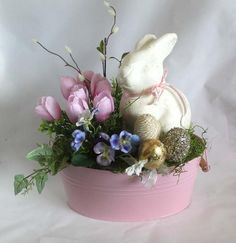 Cool 31 Rustic Easter Centerpieces Decor Ideas For Serving The Table Easter Flower Arrangements, Easter Flowers, Easter Tree, Easter Wreaths, Floral Arrangements, Easter Centerpiece, Floral Centerpieces, Oster Dekor, Easter Tablecloth
