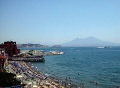La città di #Napoli è il posto ideale dove trascorrere lunghe giornate nelle numerose spiagge e stabilimenti balneari, dedicandosi alla tintarella e a bagni piacevoli e rinfrescanti nelle calde acque del nostro mare.  Le più belle spiagge di Napoli e dintorni >> http://www.viaggiaincampania.it/le-piu-belle-spiagge-di-napoli-e-dintorni/