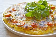 tomates cherry y albahaca.cebolla ajos mozarela pimienta y sal