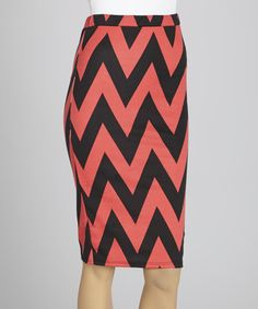 Make everyday femininity absolutely effortless in this breezy skirt. With its zesty zigzag print and subtle stretch from spandex, it makes comfortable fashion fresh and fun.