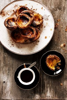 Pratos e Travessas: Pastéis de nata - Portuguese custard tarts (website full of inspiring photography/styling and recipes, in English and Portuguese. Here on Pinterest too. Love her style!)    Perfect!!!   YUM!  I had some tonight... ;)