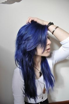 Inspiring image alternative, alternative hair, blue hair, dyed hair by nastty - Resolution - Find the image to your taste Midnight Blue Hair Dye, Dyed Hair Blue, Dye My Hair, Purple Hair, Emo Scene Hair, Emo Hair, Indigo Hair, Unnatural Hair Color, Grunge