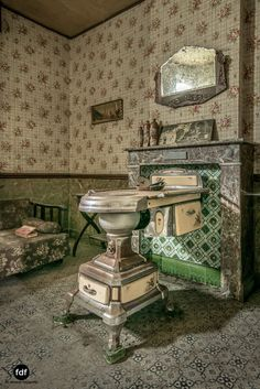 Abandoned Property, Abandoned Asylums, Abandoned Castles, Abandoned Places, Old Buildings, Abandoned Buildings, Beautiful Homes, Beautiful Places, Old Cabins