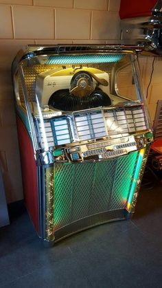 Jetsons Jukebox (Why we shouldn't imagine the future) | Big Little