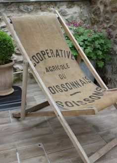 13 ways to use burlap in fashion and decor Patio Furniture Makeover, Diy Furniture, Burlap Coffee Bags, Deco Champetre, Upcycled Home Decor, Western Decor, Interior Design Living Room, Decoration, Outdoor Decor