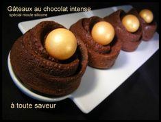 Gâteau au chocolat intense (spécial moule silicone individuel) et mousse de baileys au siphon Voici une recette de gâteau au chocolat ultra simple, qui vous permettra d'obtenir un démoulage parfait dans les moules en silicone pavoflex. Pour ce genre de...