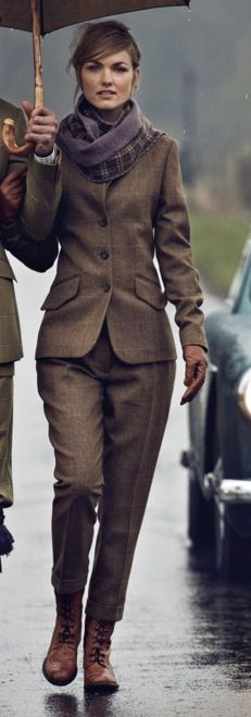 English country clothing for those rainy, damp, days. - English country clothing for those rainy, damp, days. Source by b_bdcs - Country Outfits, Casual Outfits, Casual Suit, Suits For Women, Clothes For Women, Ladies Suits, Tweed Suits, Tweed Suit Women, North Face Rain Jacket