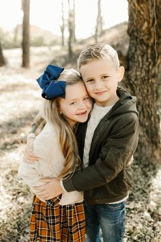 Winter Family Photos, Cute Family Photos, Family Picture Poses, Family Picture Outfits, Sibling Photography Poses, Sibling Photo Shoots, Sibling Poses, Siblings, Newborn Poses
