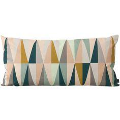 Sataprosenttisesta orgaanisesta puuvillakankaasta valmistettu Spear-tyyny on kuvionniltaan uniikki ja väritykseltään rauhoittava. Tyyny on omiaan niin makuu- kuin olohuoneeseenkin.