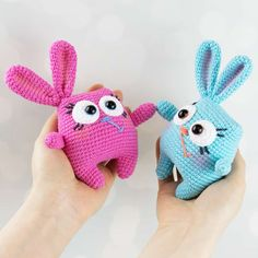Easter is on its way and it's a time to prepare special handmade gifts for your loved ones! How about these cute amigurumi Easter bunnies, the symbol of the holiday? They are insanely easy to crochet and they look beyond adorable. Follow our free Easter Bunny Amigurumi Pattern!