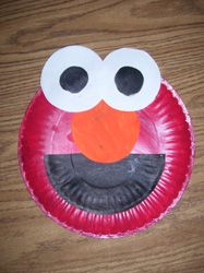 Elmo paper plate project - in my experience, kids LOVE this kind of gluing projects. And we have an elmo fan! Paper Plate Art, Paper Plate Crafts, Paper Plates, Red Plates, Daycare Crafts, Classroom Crafts, Toddler Crafts, Classroom Ideas, Letter E Craft