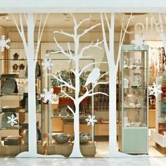 Paper silhouette tree cut-outs window display Christmas Window Display Retail, Winter Window Display, Store Window Displays, Christmas Displays, Window Art, Window Ideas, Visual Display, Tree Silhouette, Xmas Decorations