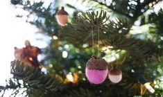 Decora el árbol de Navidad con bellotas hechas por ti