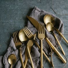 As seen in Real Simple and Gourmet Magazine, this stainless steel flatware set has a simple, chic silhouette for a table setting that is fit for everyday use yet elegant enough for special occasions. Includes: Knife Dinner fork Salad fork Tablespoon Teaspoon