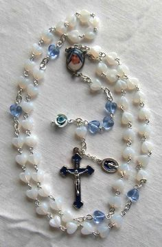 Mother Teresa / Our Lady of the Streets (verso) centre; Praying The Rosary Catholic, Rosary Prayer, Holy Rosary, Catholic Jewelry, Prayer Beads, Homemade Jewelry, Diy Jewelry, Jewelry Making, Catholic Christening