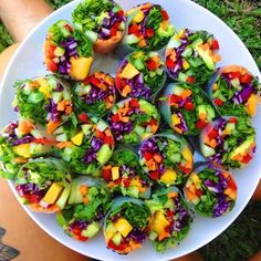 Rainbow Rolls (shown here with rice paper, but a collard leaf or nori sheet would work great). Choose your veggies & add mango with mint - a match made in heaven! Raw Food Recipes, Vegetarian Recipes, Healthy Recipes, Healthy Snacks, Healthy Eating, Rainbow Rice, Rice Paper Rolls, Food Inspiration, Meal Planning