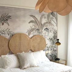 Caned headboard - It is found on armchairs, drawer doors, on light fixtures or even mirrors. Discover 7 different ways to integrate caning into your interior. Dream Bedroom, Home Decor Bedroom, Hotel Bedroom Design, Calm Bedroom, Master Bedroom, Home Interior, Interior Design, Interior Decorating Styles, Beautiful Bedrooms