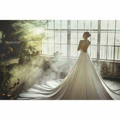 Korean preweedding package by minewedding Pre Wedding Shoot Ideas, Pre Wedding Photoshoot, Korean Photoshoot, Prewedding Outdoor, Korean Wedding, Wedding Photography Packages, Photography Packaging, Wedding Story, Marry Me