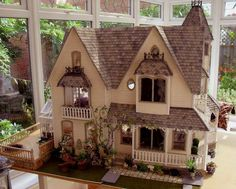 Victoria Villa - Dolls' Houses Past Present - great exterior detail. Cream and grey. Very nice Modern Dollhouse, Dollhouse Dolls, Dollhouse Miniatures, Dollhouse Ideas, Miniature Rooms, Miniature Houses, Victoria Villa, Fairy Houses, Doll Houses