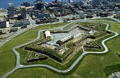 The Fortress on Citadel Hill, Halifax Commonwealth, Cool Places To Visit, Great Places, Halifax Citadel, L'anse Aux Meadows, Internal Courtyard, Harbor View, Canadian History, Fortaleza