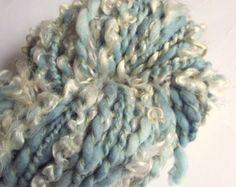 Handspun yarn, art yarn, curly yarn, wensleydale and merino. Spinning Yarn, Hand Spinning, Art Yarn, Chunky Wool, Knitting Yarn, Yarns, Fiber Art, Weave, Curly
