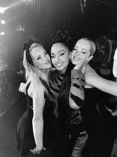 "Leigh-Anne Pinnock Brasil on Twitter: ""📲 | Leigh-Anne com as irmãs Lucy e Lydia durante sua festa de aniversário. ❤️… """