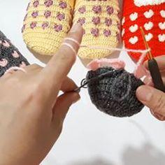 EMEL HOBİ EVİ (@emelhobievi) • Instagram-fényképek és -videók Crochet Socks, Knitted Hats, Fingerless Gloves, Arm Warmers, Photo And Video, Knitting, Videos, Instagram, Photos
