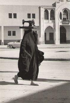 Jean-Philippe Charbonnier - La machine a coudre (Koweit, 1955)