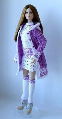 Anastasia chudinovskikh s photos – 475 photos vk Barbie Clothes Patterns, Crochet Barbie Clothes, Doll Clothes Barbie, Barbie Dress, Clothing Patterns, Knitting Dolls Clothes, Knitted Dolls, Crochet Barbie Patterns, Accessoires Barbie