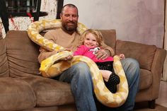Python Vs Lizard Vs Kids: Amazing American Family Of Coolest Father Reptile Store, Reticulated Python, Apex Predator, Crazy People, Three Kids, Baby Car Seats, Father, Cool Stuff, Pets