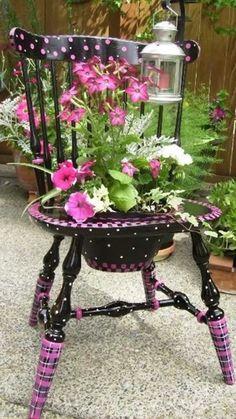 Yard Art, Chair Planter, Planter Garden, Garden Plants, Diy Décoration, Easy Diy, Painted Chairs, Painted Furniture, Flower Planters