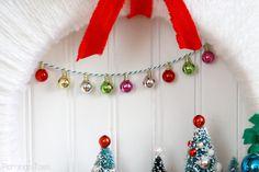 Mini Ornament Pennant for Wreath Christmas Wreaths, Christmas Crafts, Christmas Ideas, Dinner Party Favors, Vintage Fashion, Vintage Style, Diy Wreath, Jingle Bells, Winter Wonderland