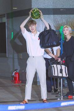 Mingi came out wearing Jerusalem Sandals after filming Weekly Idol #songmingi #ateez #JerusalemSandals Super Junior Donghae, Weekly Idol, Jung Yunho, Kpop Guys, Airport Style, Airport Fashion, One Team, Big Boys, K Idols