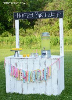 Vintage lemonade stand with reversible chalkboard sign | simplykierste.com