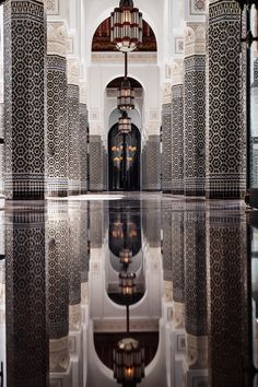 Top 10 Things to Do in Marrakech Morocco Beautiful Mosques, Beautiful Buildings, Beautiful Places, Mamounia Marrakech, Marrakech Morocco, Islamic Wallpaper Hd, Mecca Wallpaper, Mosque Architecture, Moroccan Interiors