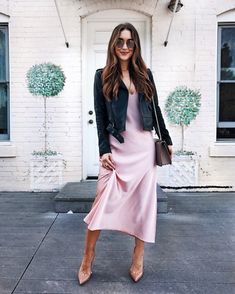 I belted this slip dress with a velvet blazer for a rehearsal dinner and it was so chic and comfortable! 💃🏻🥂I think a slip dress is so… Slip Dress Outfit, Chic Dress, Dress Outfits, Dress Up, Silk Satin Dress, Satin Dresses, Silk Slip, Fall Fashion Outfits, Spring Outfits