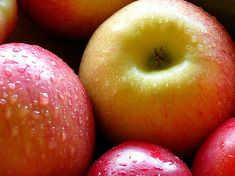 Only for oily skin. Grate an apple and apply on your face for 10-15 mins to soak up excess oil. Rinse off with cold water.