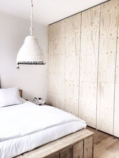 Pimpelwit Stalingrad : Plywood cabinet fronts and cool coil rope pendant light - plywood interior inspiration Wardrobe Doors, Bedroom Wardrobe, Closet Doors, Diy Placards, Plywood Interior, Plywood Cabinets, Floor To Ceiling Cabinets, Wood Bedroom, Bedroom Furniture
